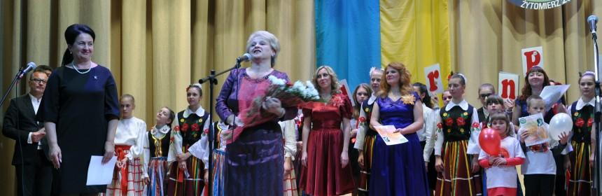 L. Cymbaluk i W. Laskowska-Szczur i uczestnicy festiwalu